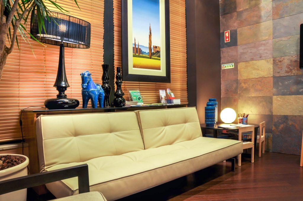 Salas de espera confortáveis na Clínica PRIVÉ - Portimão